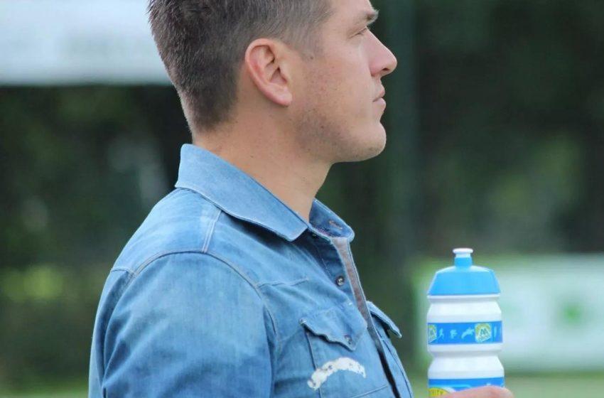 Carl Ern plakt er nog een jaar aan vast bij Alkmaarse zaterdagclub Jong Holland