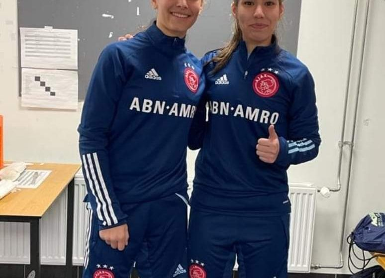 Samya Masnaoui en Daliyah de Klonia naar Ajax vrouwen