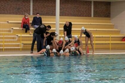 Waterpolodames ZV de Zaan naar bekerfinale