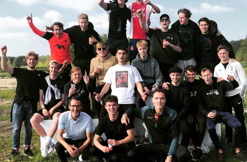 Sporting Krommenie JO19- selectie neemt afscheid van trainer Ten Broek