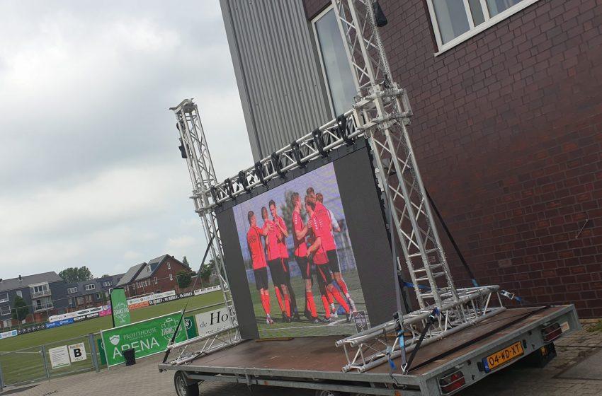 Het podium staat klaar voor de finaledag van de FEBO ZaanstadCup